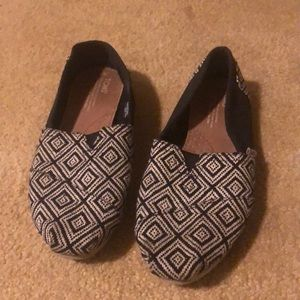 Toms patterned shoes